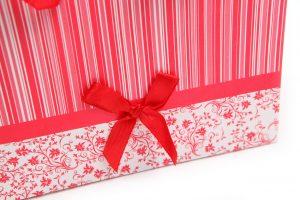 001. Verpakking streep met bloem rood/wit (12 st.)