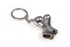 035. Sleutelhanger korset zilver