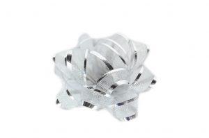 023. Box met 72 opplakbare zilveren strikken
