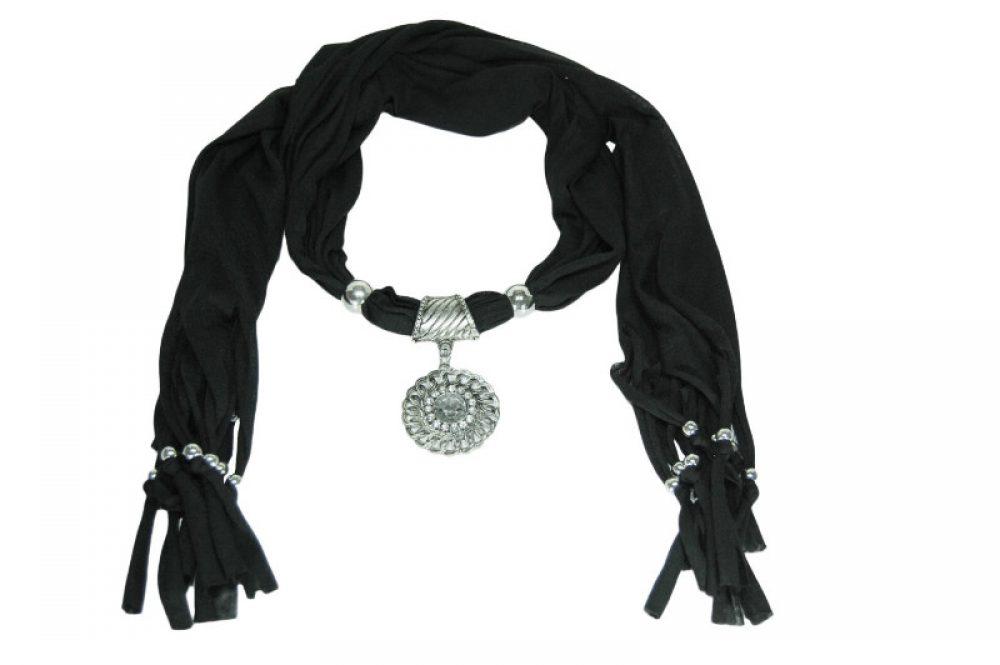 Zwarte sjaal met hanger