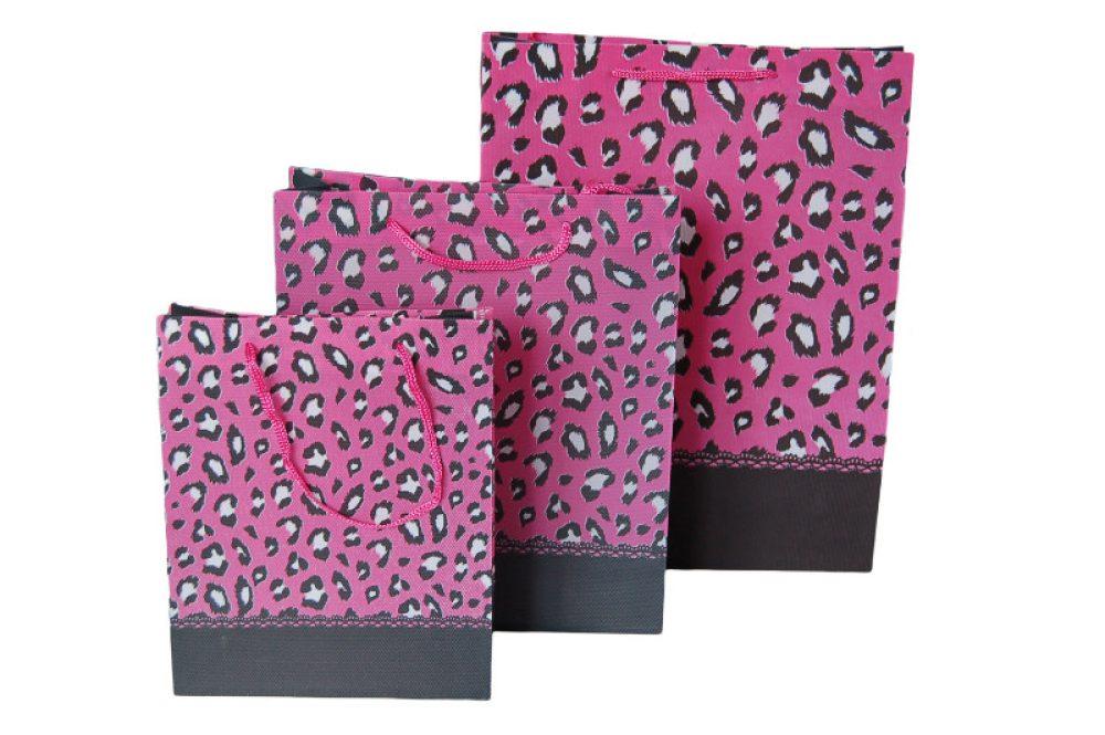 Non woven panter print roze