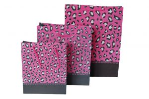 Non woven packaging – Pantherprint pink(12 pcs.)
