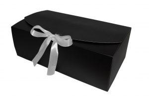 006. Box zwart met witte strik 2018 (24 st.)
