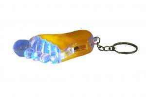 036. Sleutelhanger voet geel met licht