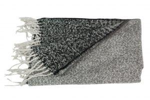 030. Sjaal gemêleerd zwart/ wit/ grijs