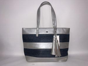 018. Handtas zilver/ blauw