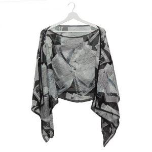 045. Poncho blad zwart